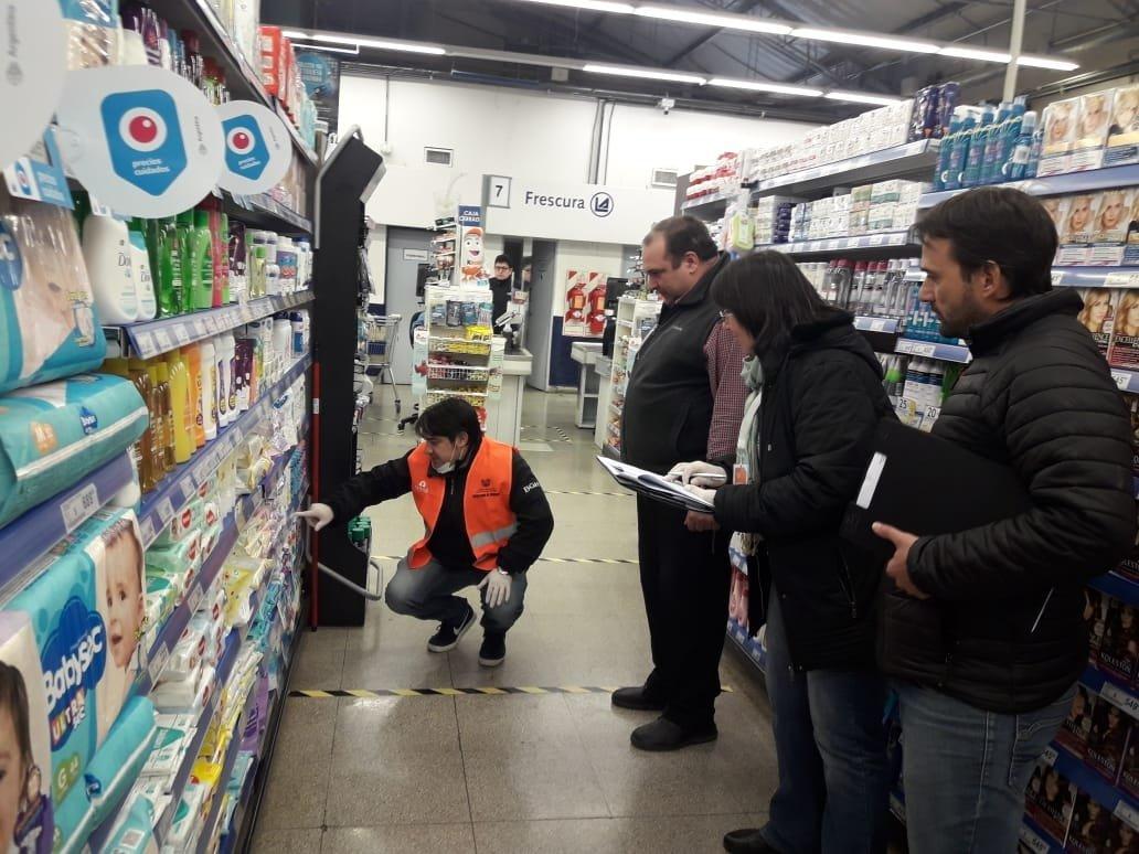 El Economista @El_Econ: #Supermercados y #farmacias con sobreprecios del 50% respecto del listado de valores máximos del Gobierno  https://t.co/vpmqOf1rWs https://t.co/x8bfw3N1P3
