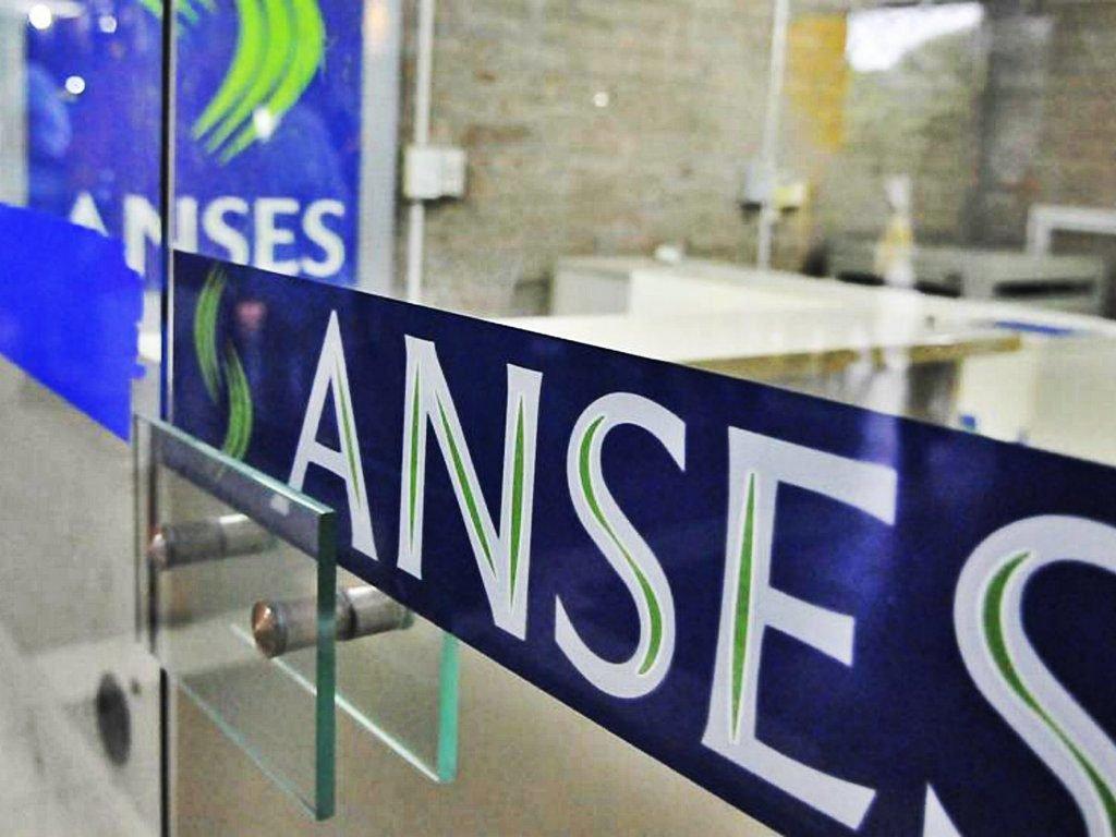 El Economista @El_Econ: #Anses: quiénes cobran hoy jueves 4 de marzo  https://t.co/7D4X7BWlD0 https://t.co/IDNVtlDQr3