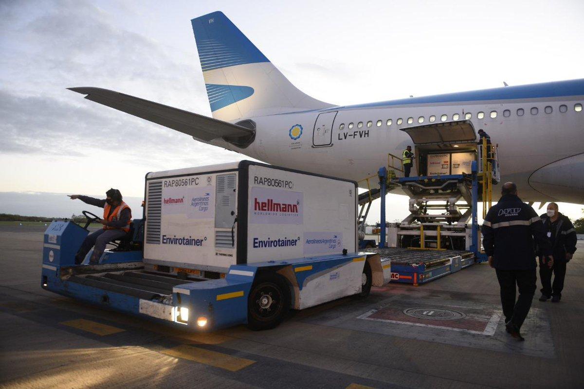 Télam @AgenciaTelam: ???? Llegó un cargamento de 1.440.000 dosis de vacunas Sinopharm  ???? Argentina superó los 65,6 millones de dosis recibidas desde el inicio de la pandemia https://t.co/oWxAC4Vh99